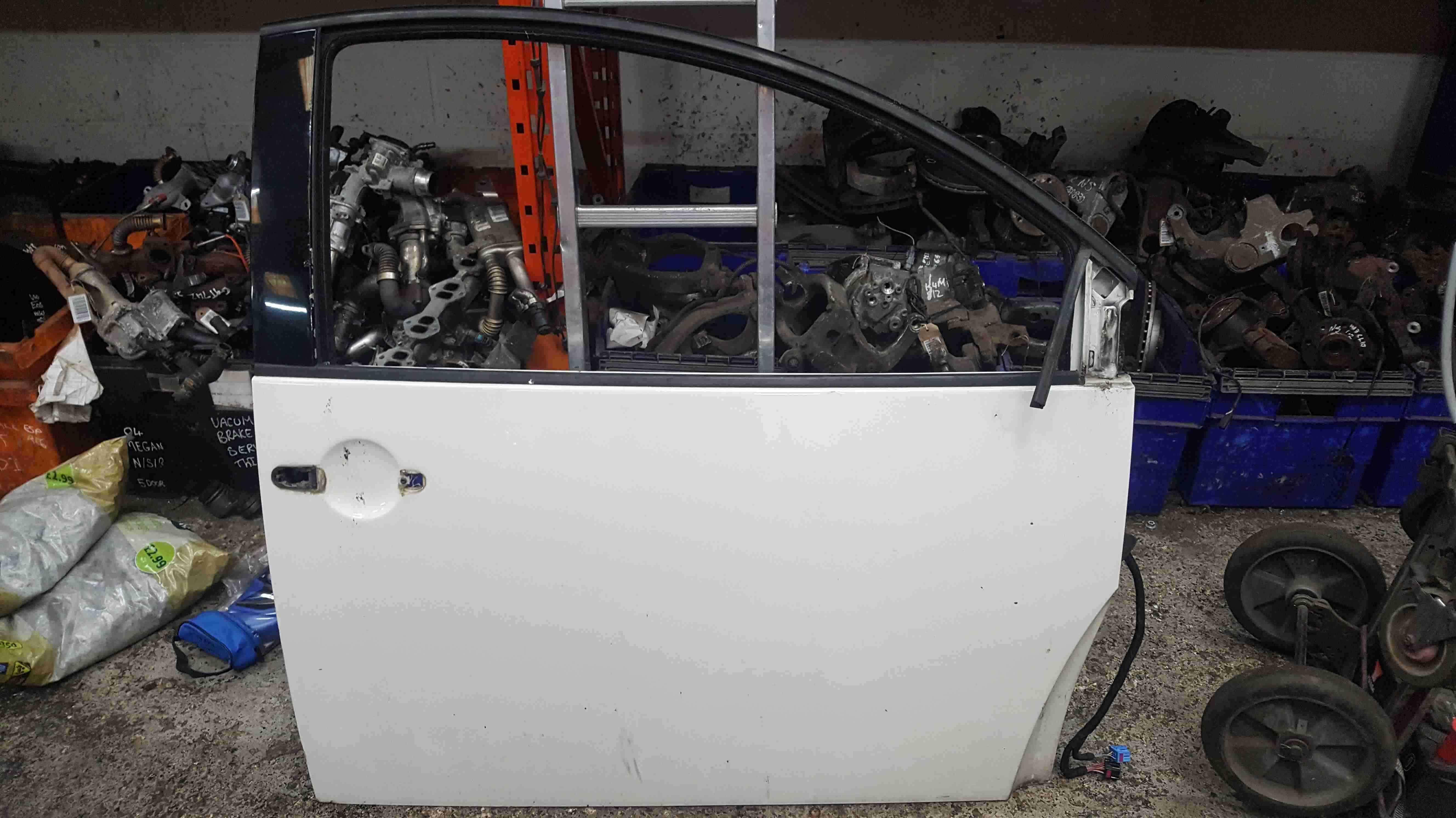 Volkswagen Beetle 1998-2006 Drivers OSF Front White Door LR9A