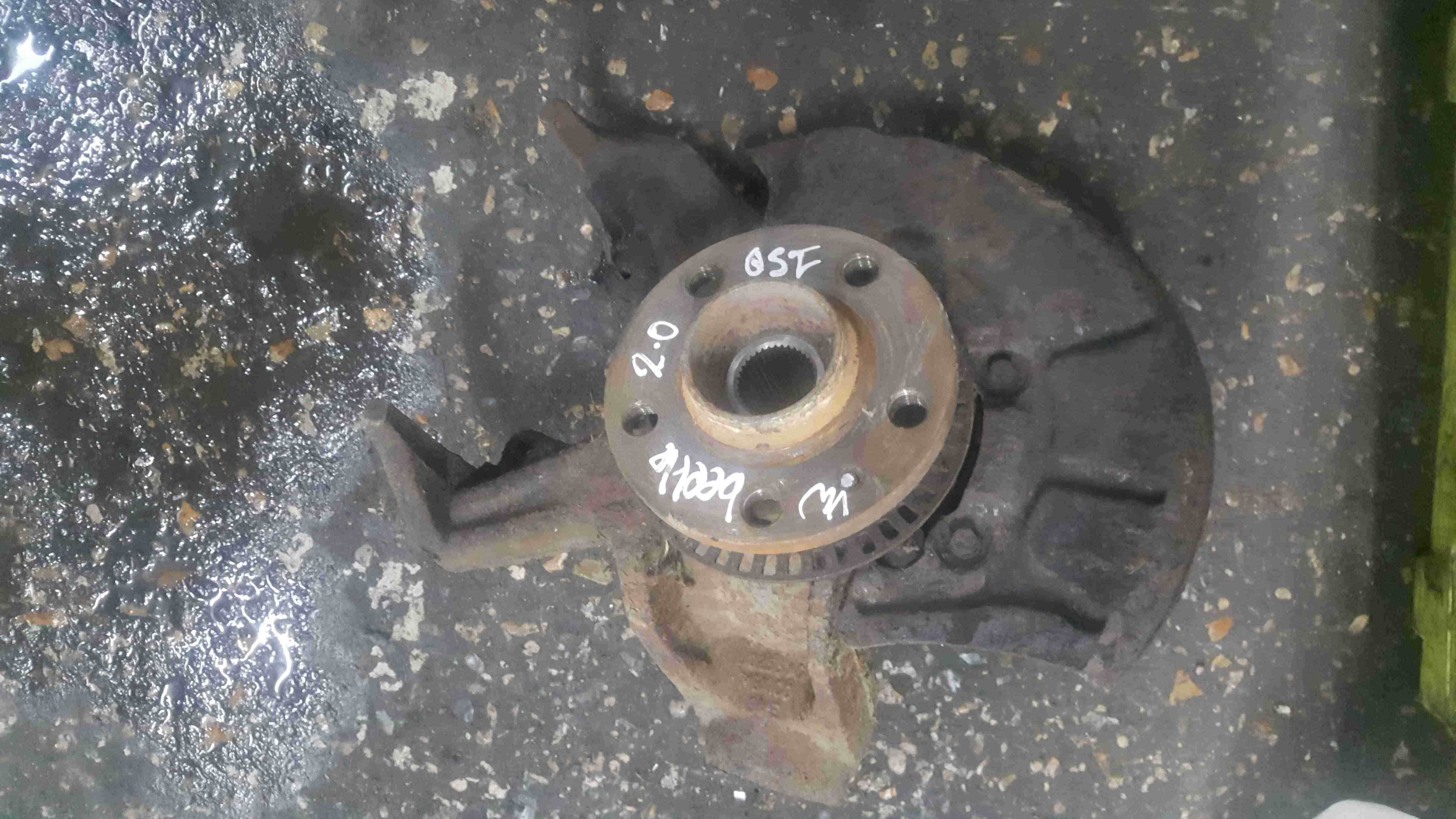 Volkswagen Beetle 1999-2006 2.0 8v Drivers OSF Front Wheel Hub