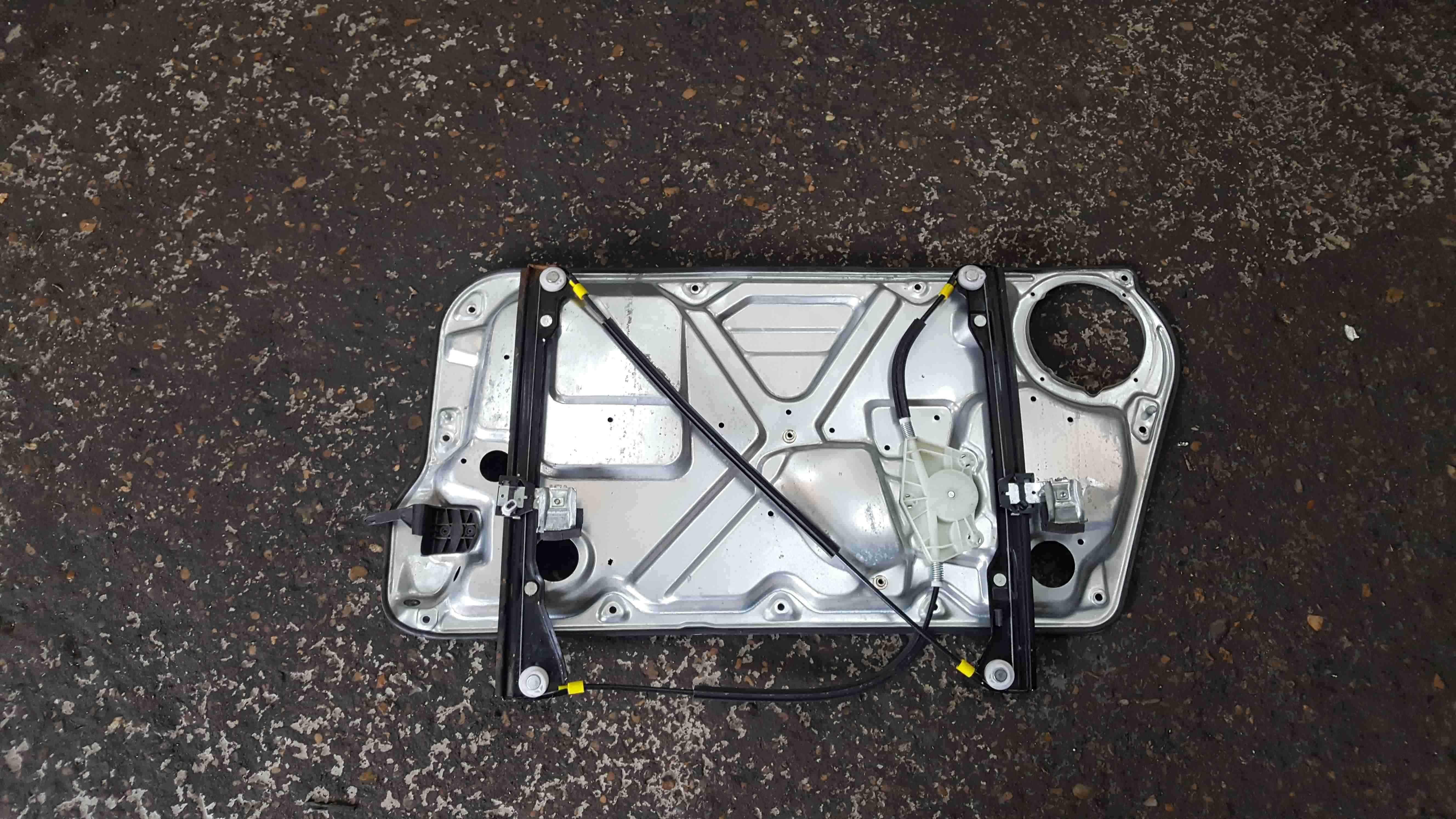 Volkswagen Beetle 2006-2011 Passenger NSF Front Window Motor Regulator
