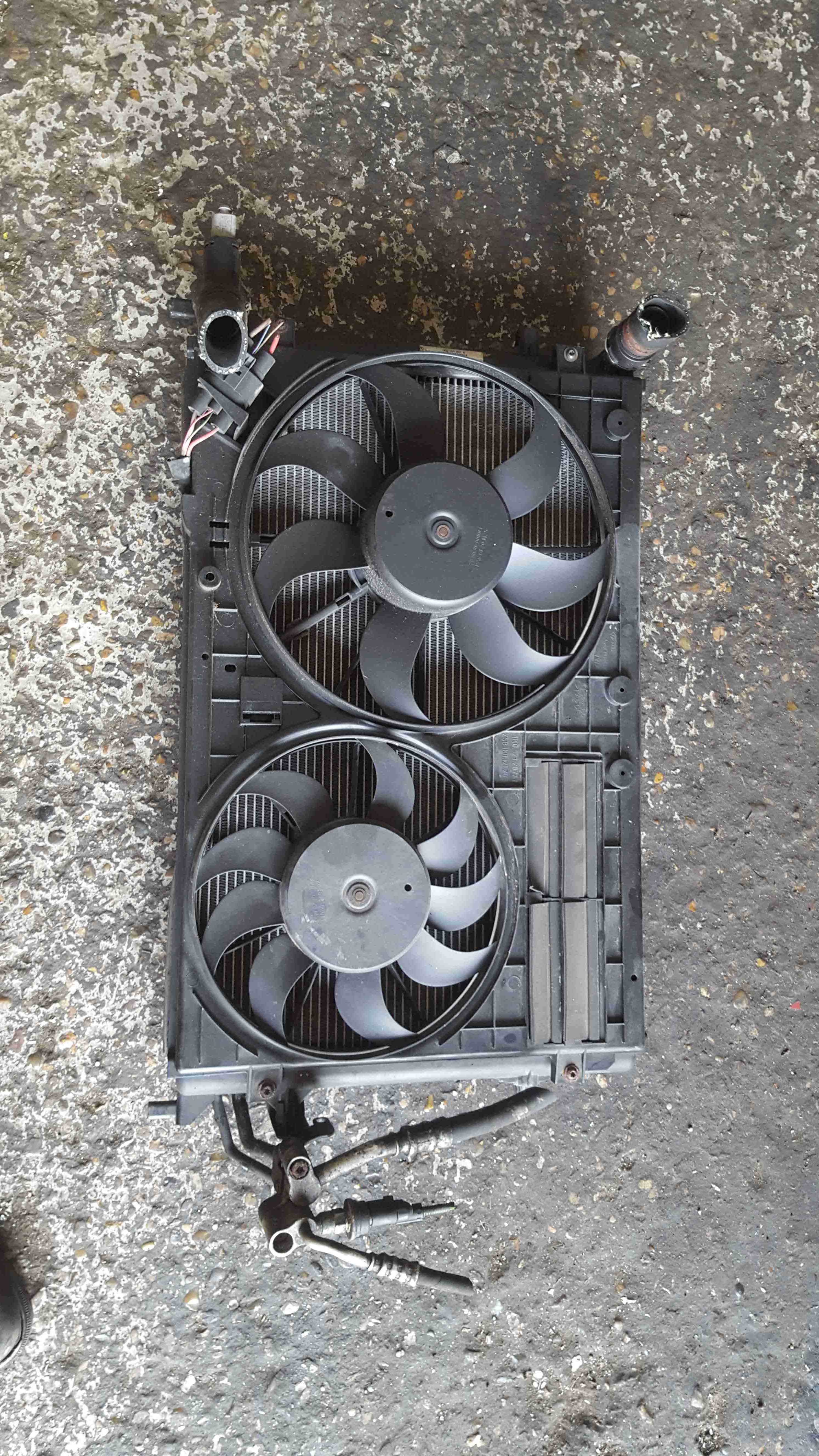 Volkswagen Golf MK5 2003-2009 R32 3.2 Radiator Rad Pack Cooling Fan 1K0121207AD