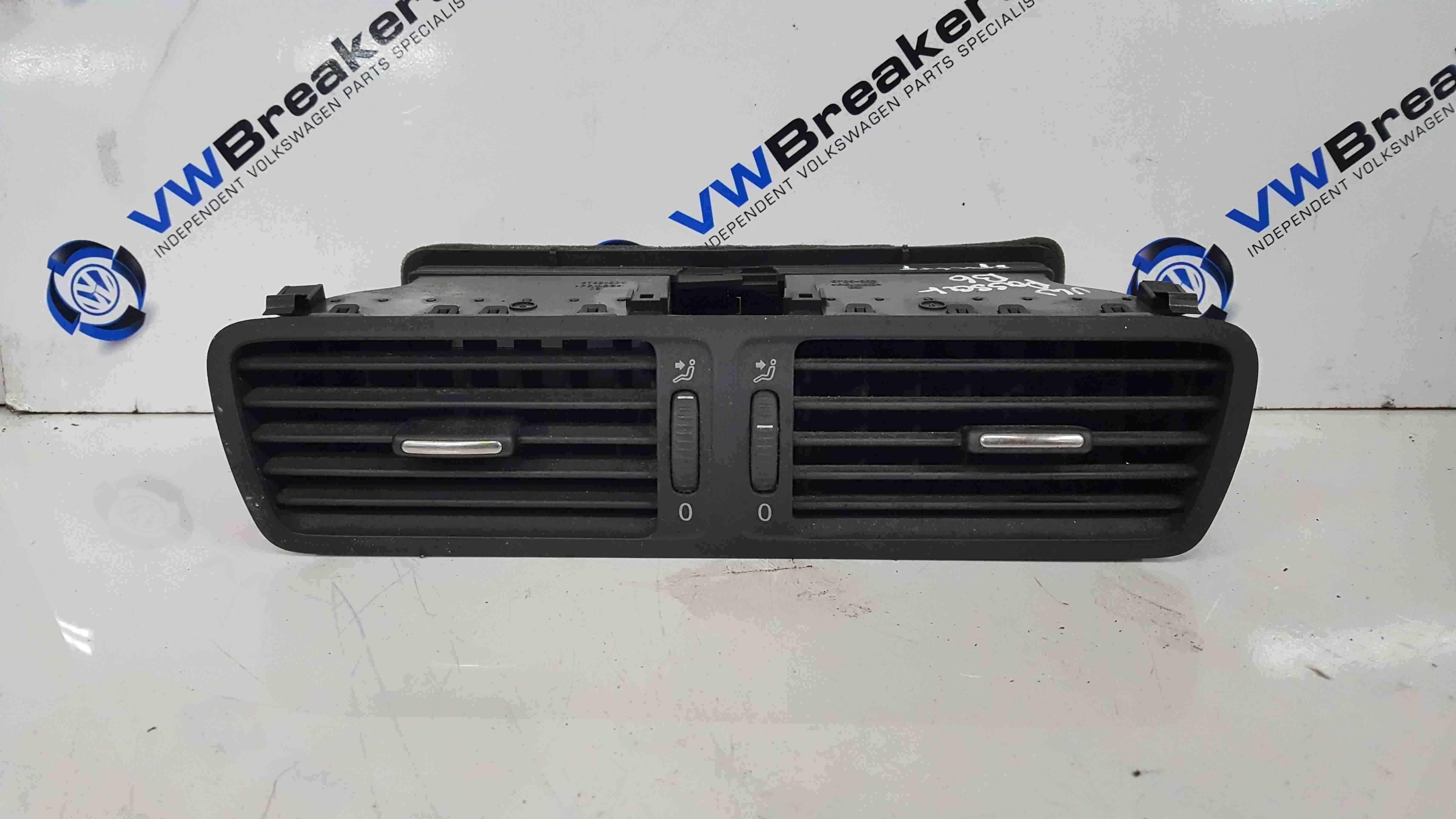 Volkswagen Passat B6 2005-2010 Centre Heater Vents 3C2819728D