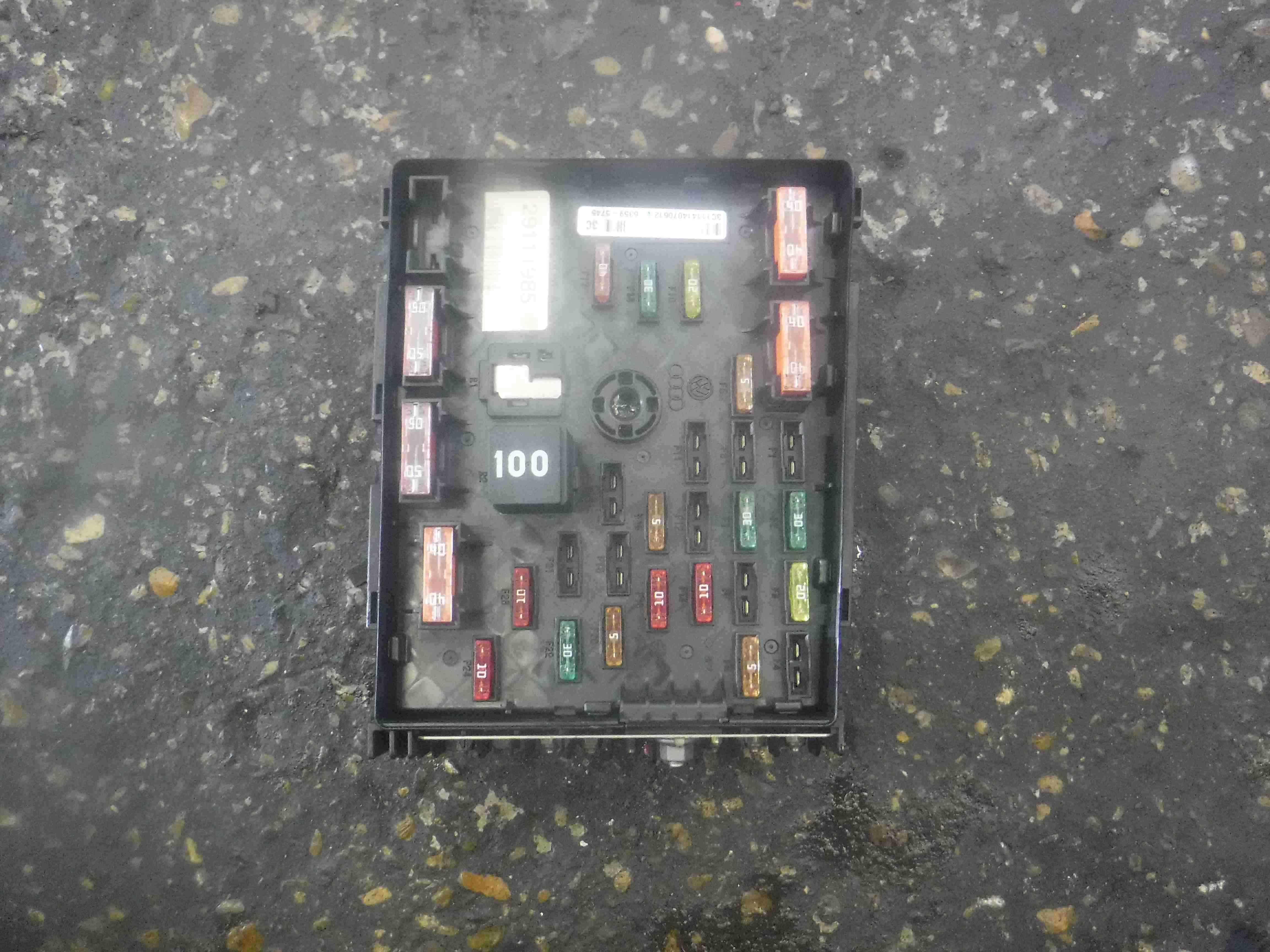 Volkswagen Passat B7 2010-2015 Fuse Box