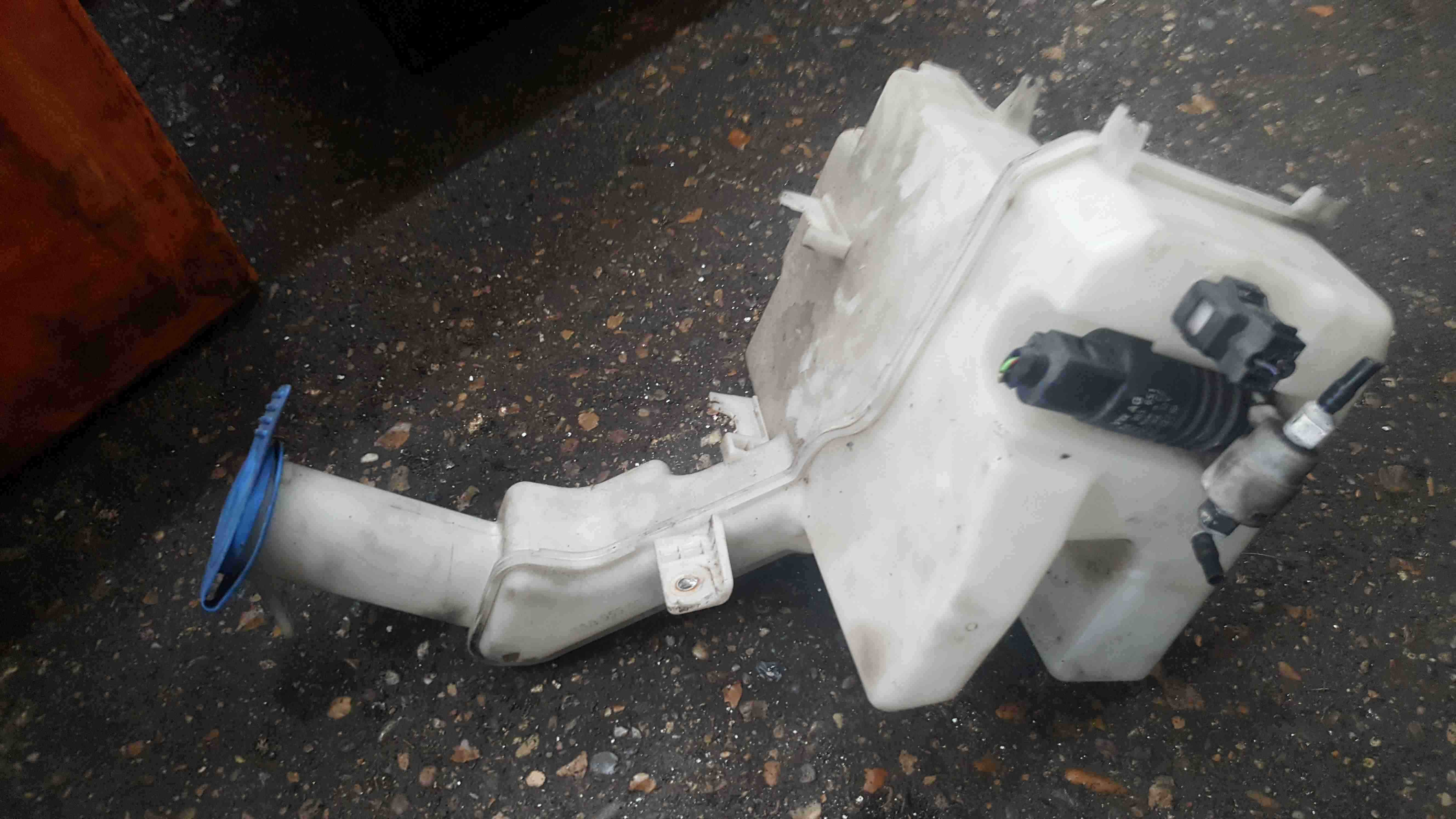 Volkswagen Passat B7 Est 2010-2015 Windscreen Washer Bottle + Pump 3AA955453