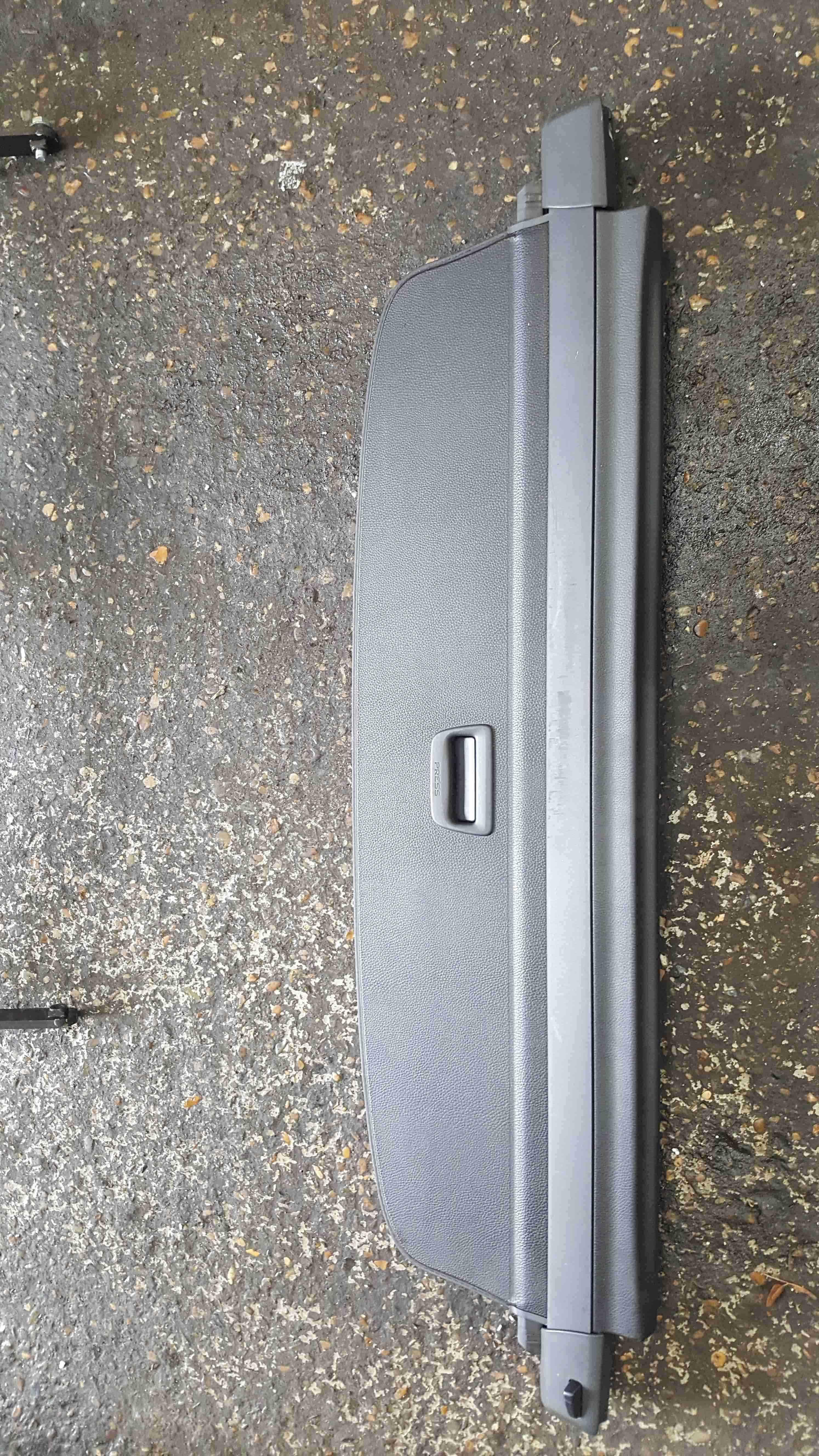 Volkswagen Passat Estate B7 2010-2015 Pull Roller Blind Parcel Shelf