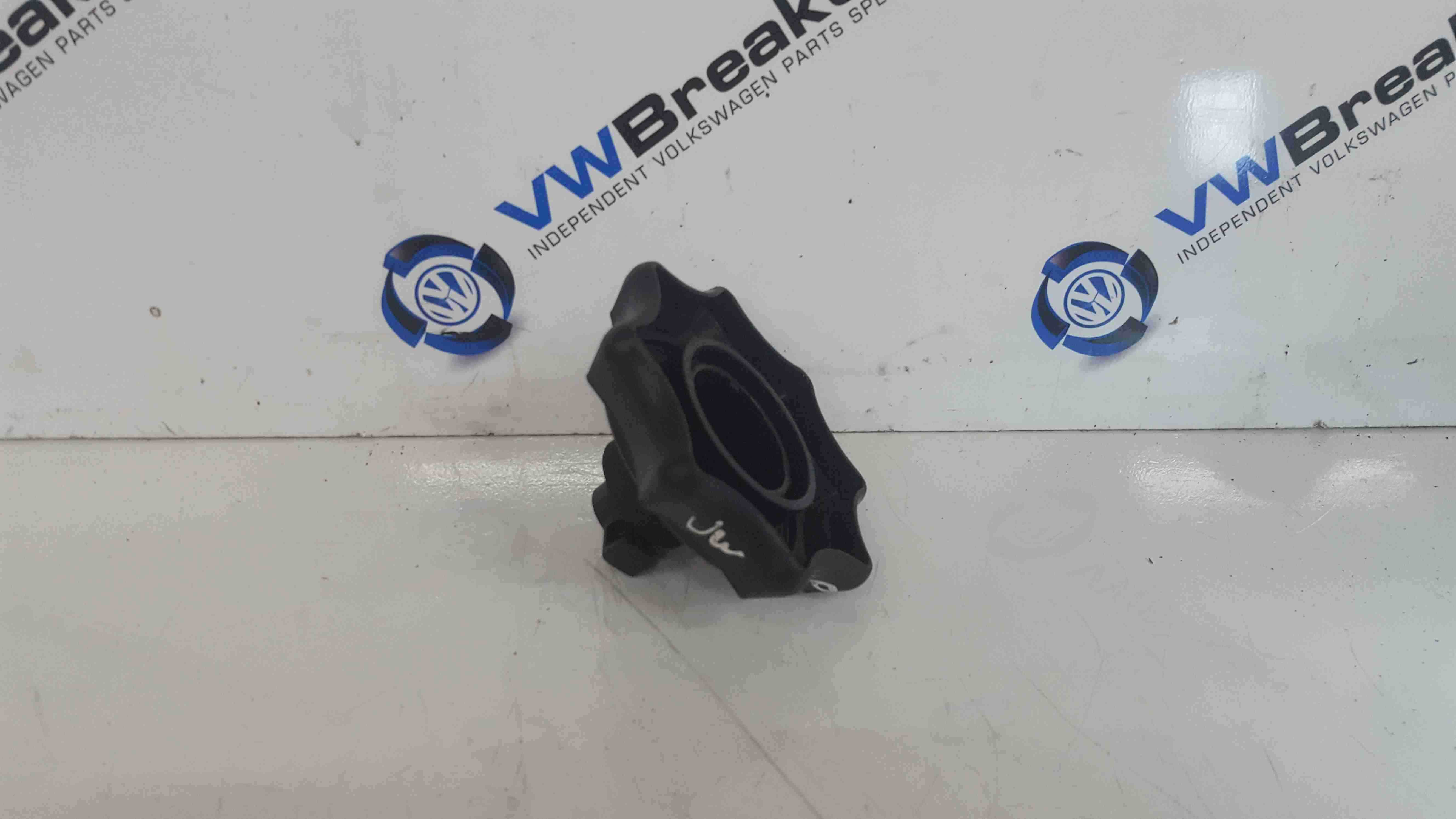 Volkswagen Scirocco 2008-2014 Jack Set Screw Holder