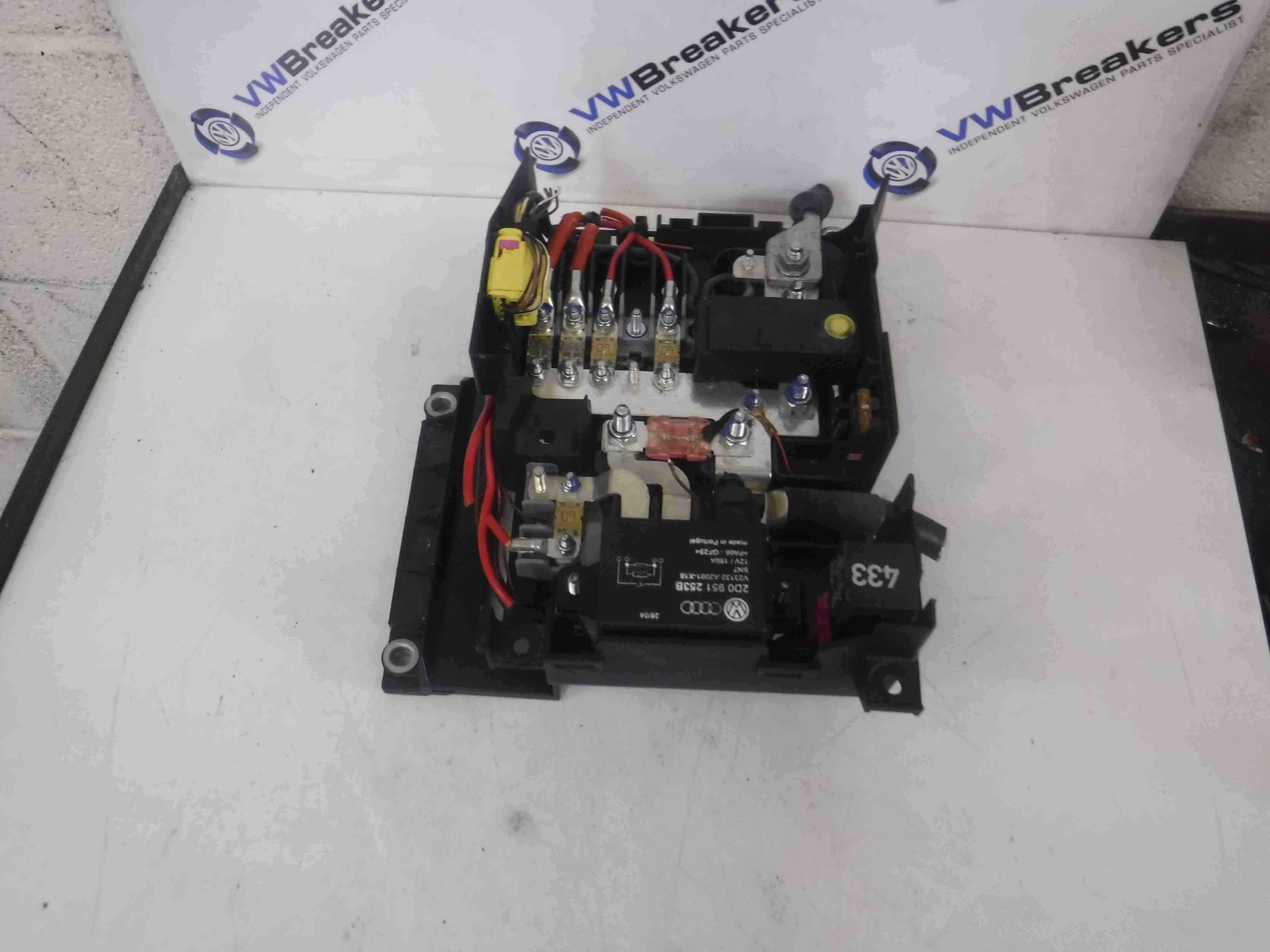 Volkswagen Touareg 2002 2010 Battery Charge Relay Fuse Box Terminal Location 2d0951253b Store Used Parts Uk Breakers