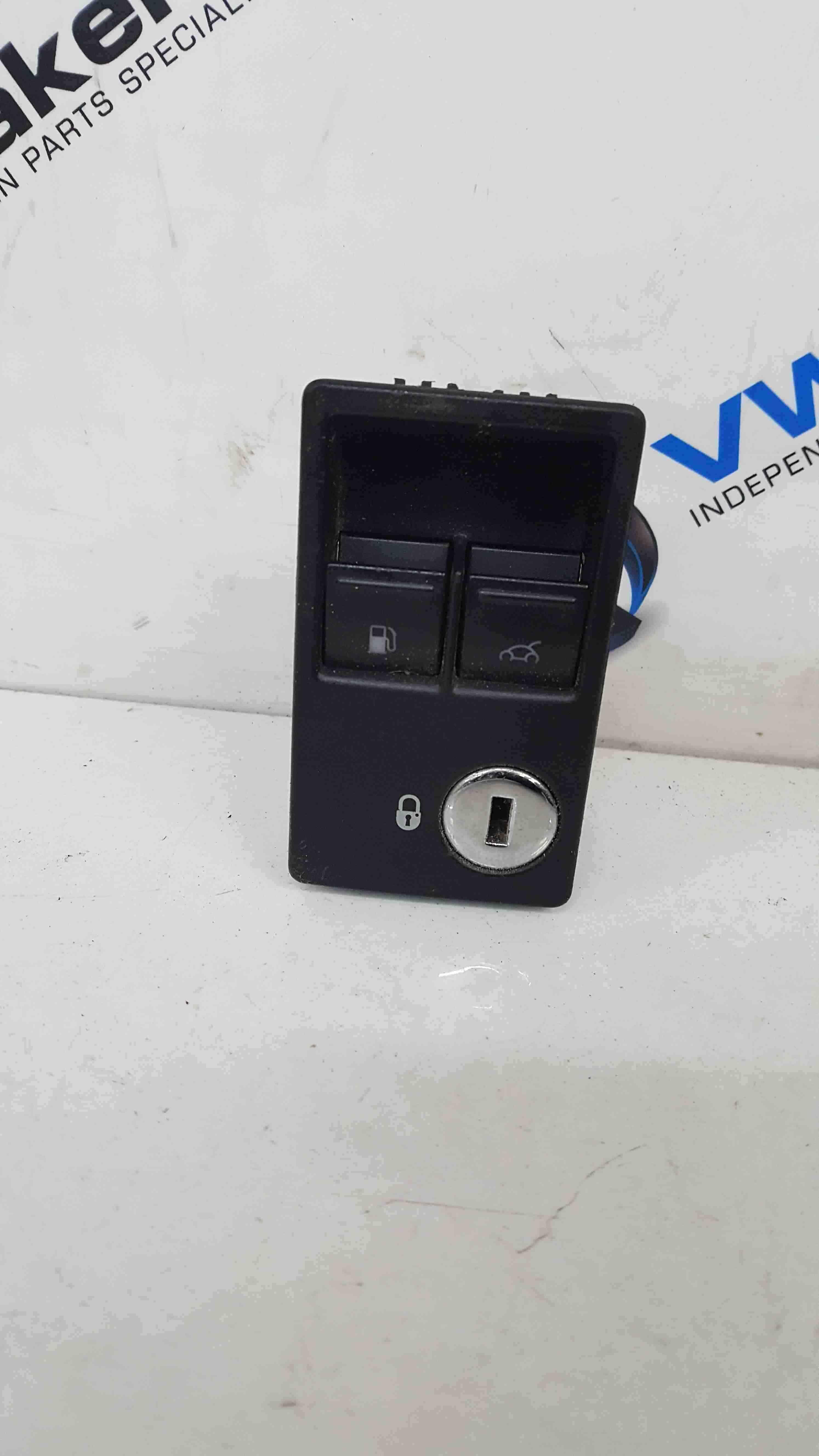 Volkswagen Beetle Convertible 1999-2006 Fuel Flap  Boot Open Switch Panel