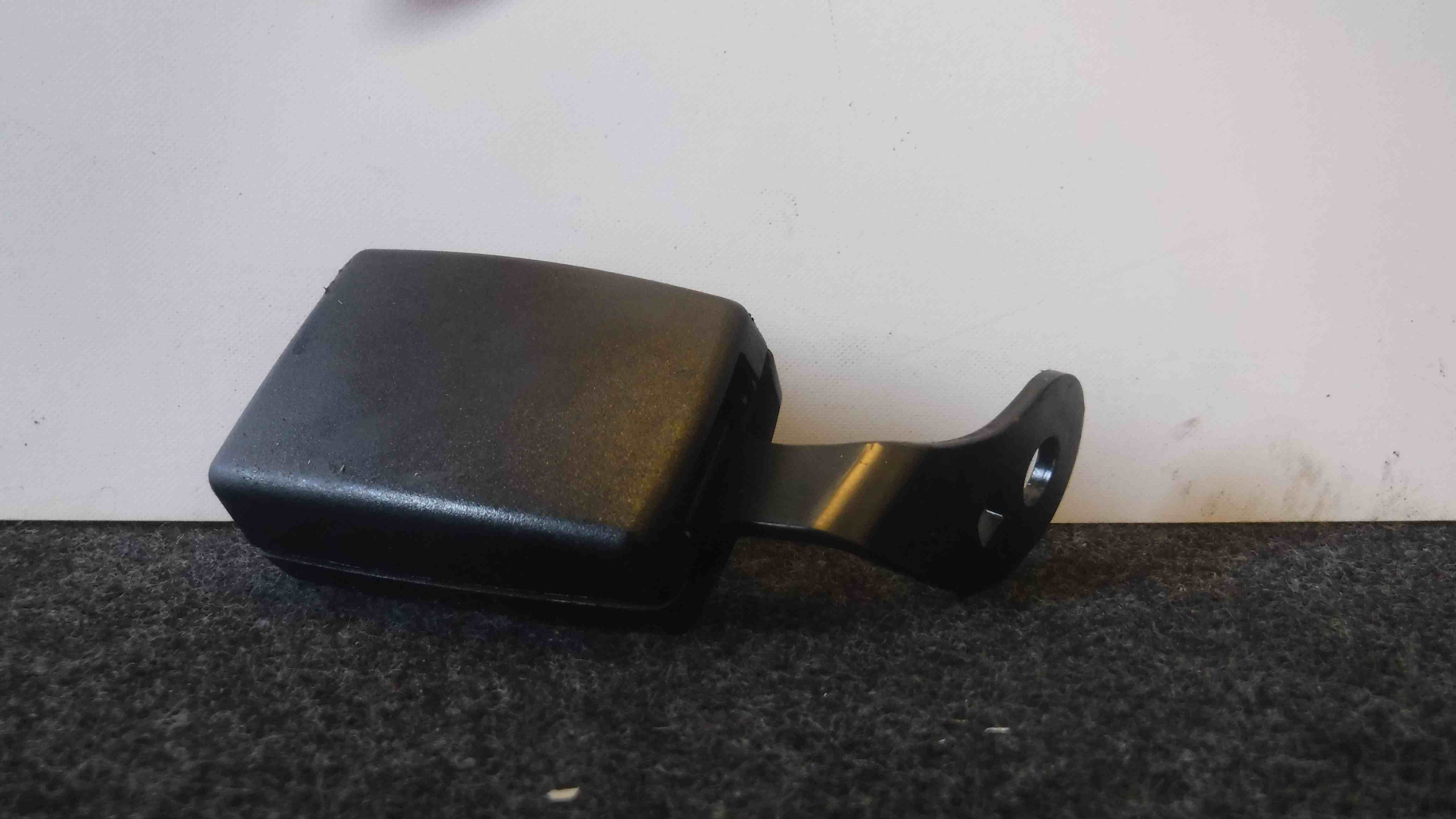 Volkswagen EOS 2005-2016 Drivers OSR Rear Seat Belt Buckle Anchor 1Q0857740QVZ