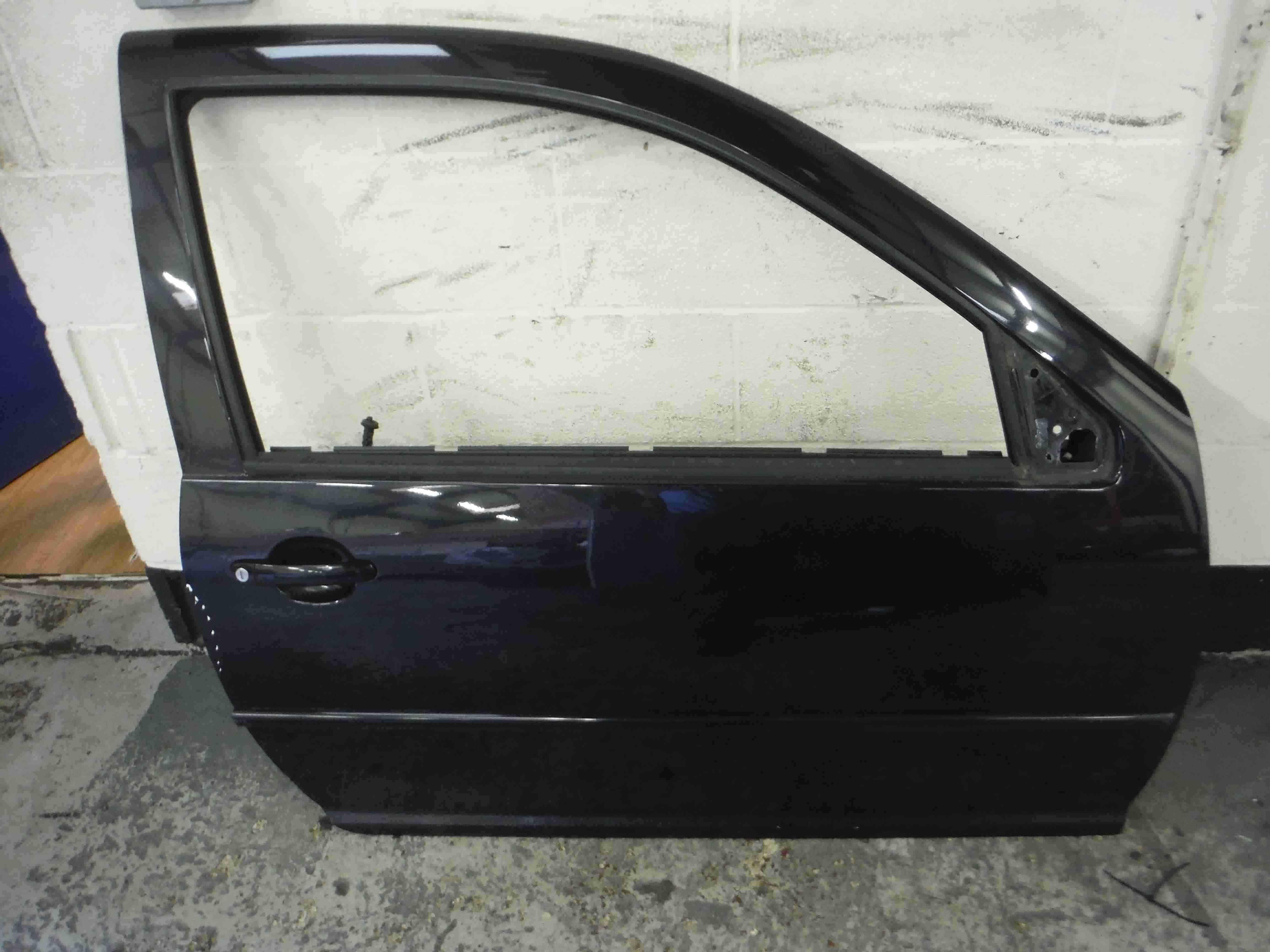 Volkswagen Golf MK4 1997-2004 Drivers OSF Front Door Black LC9Z 3dr
