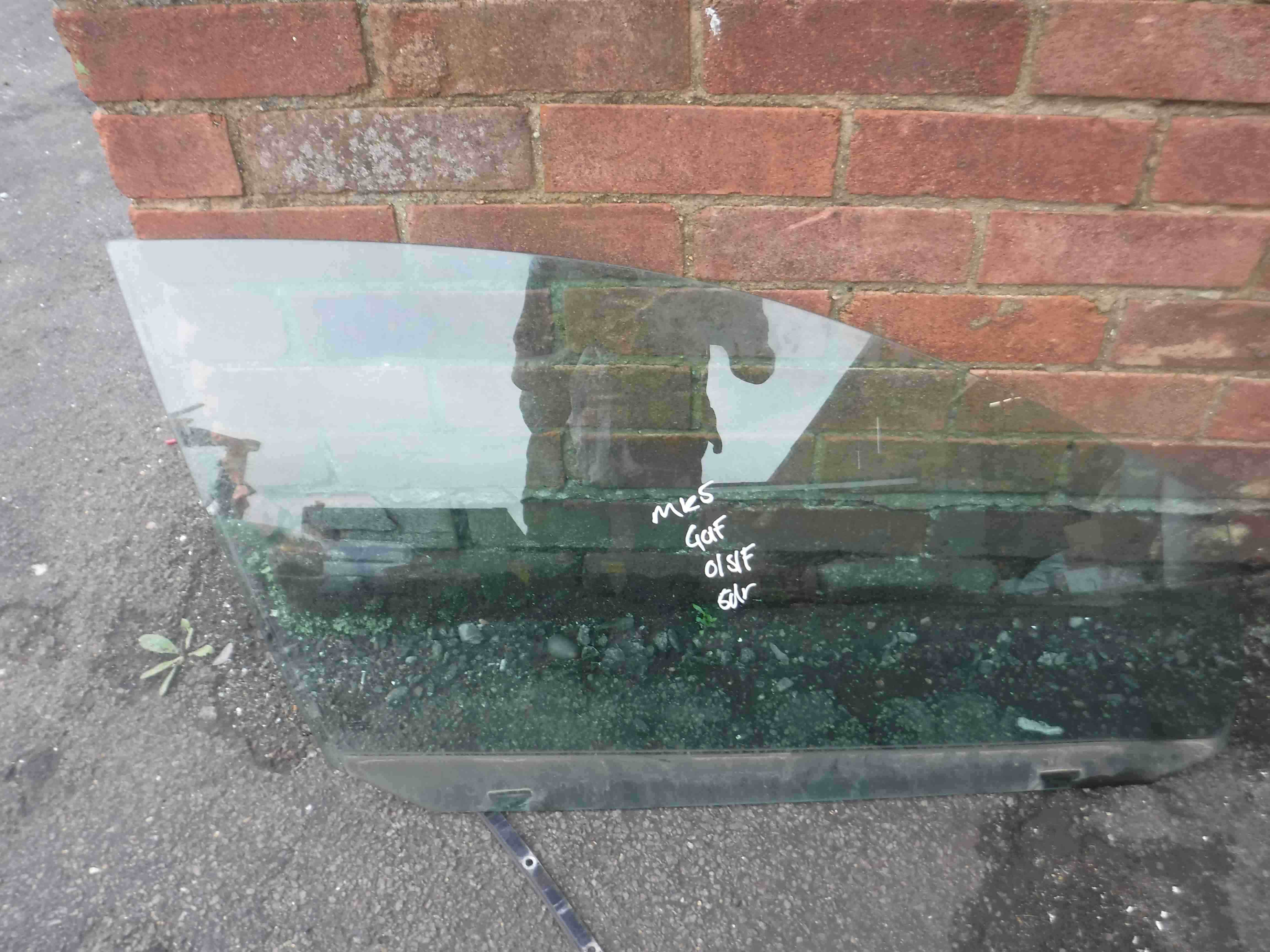 Volkswagen Golf MK5 2003-2009 Drivers OSF Front Window Glass 5dr