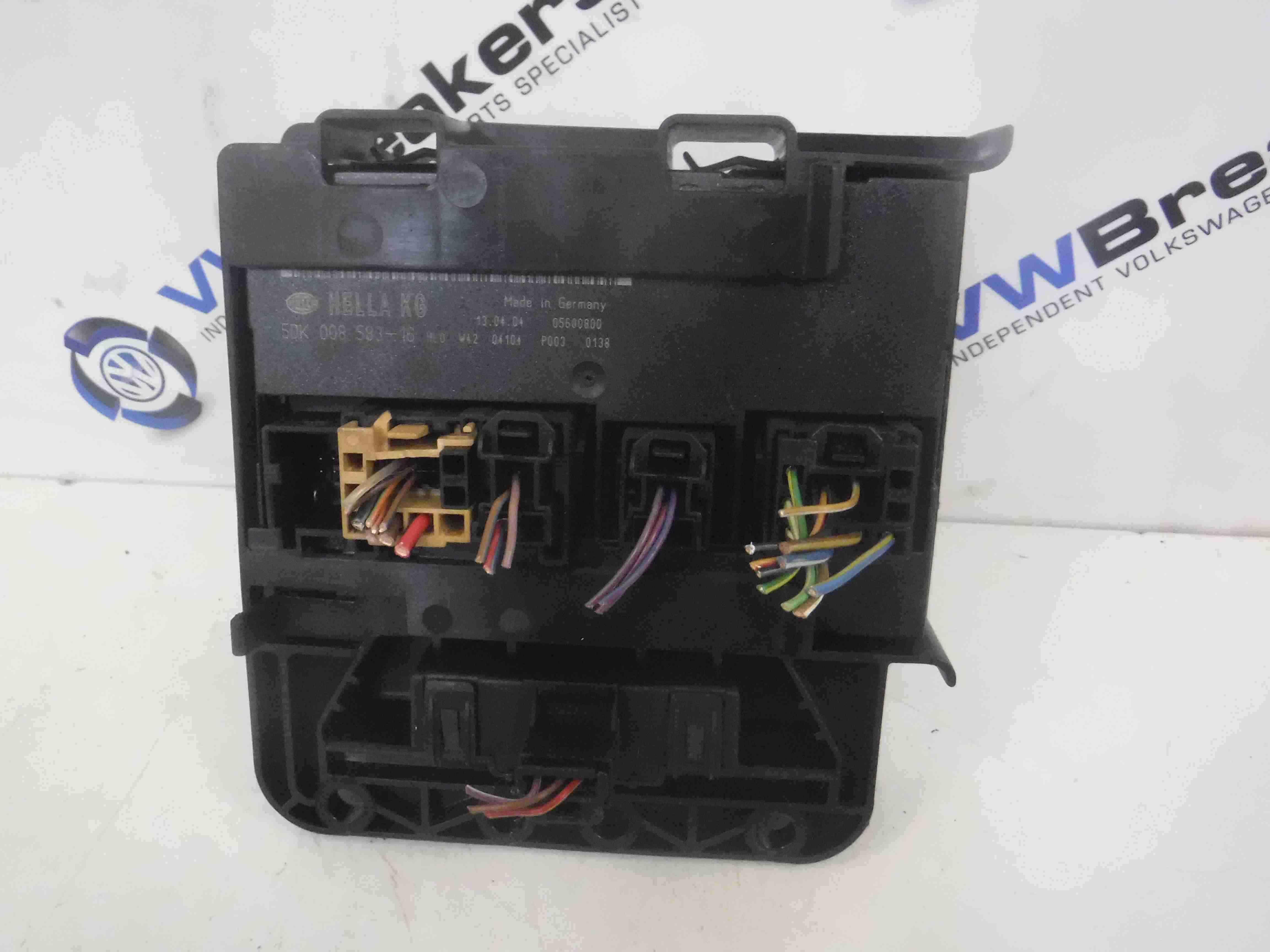 Volkswagen Golf MK5 2003-2009 Engine Fuse Box Unit 5Dk008583