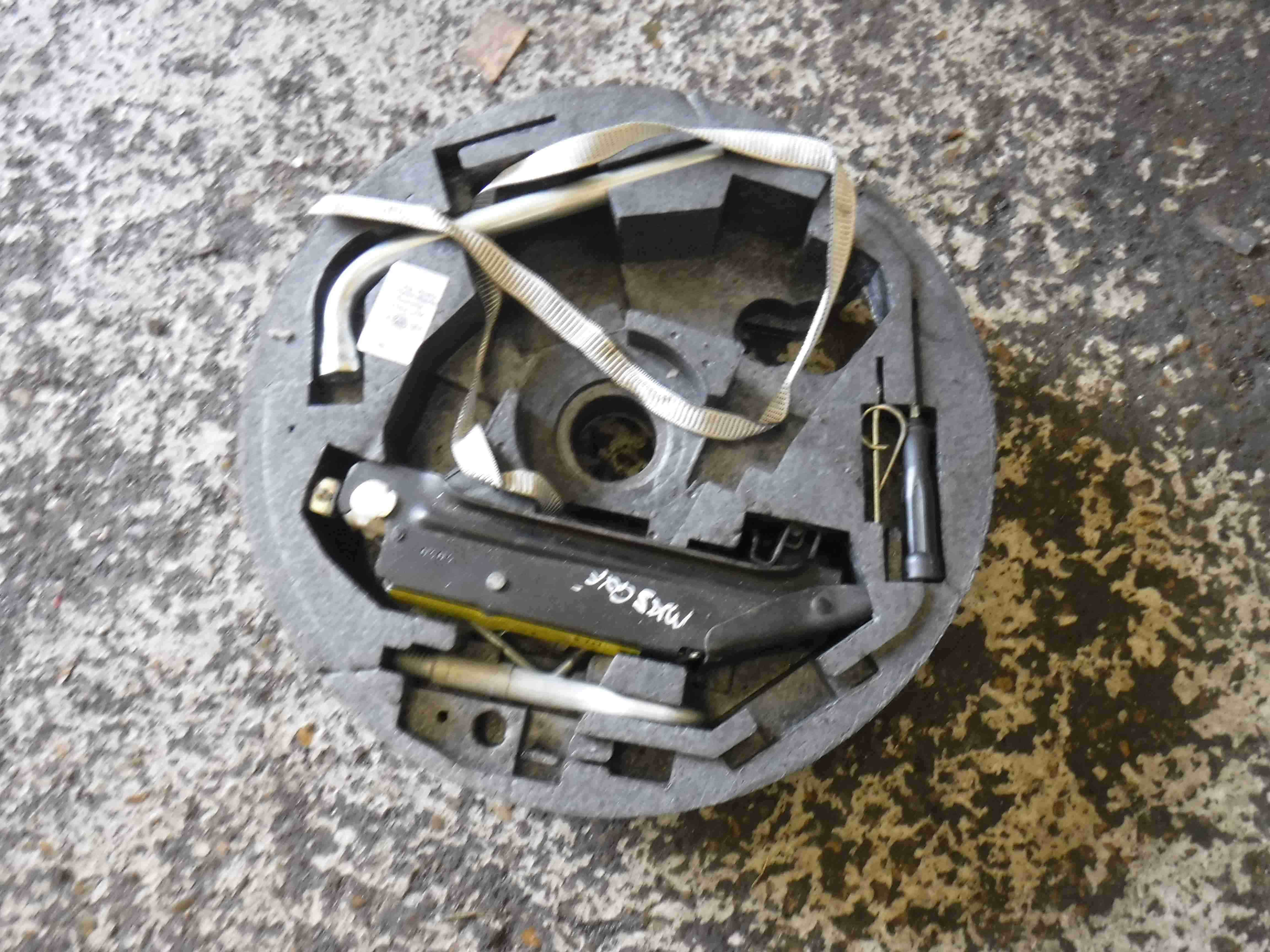 Volkswagen Golf MK5 2003-2009 Jack Set Wheel Brace Tools 5g2711113c