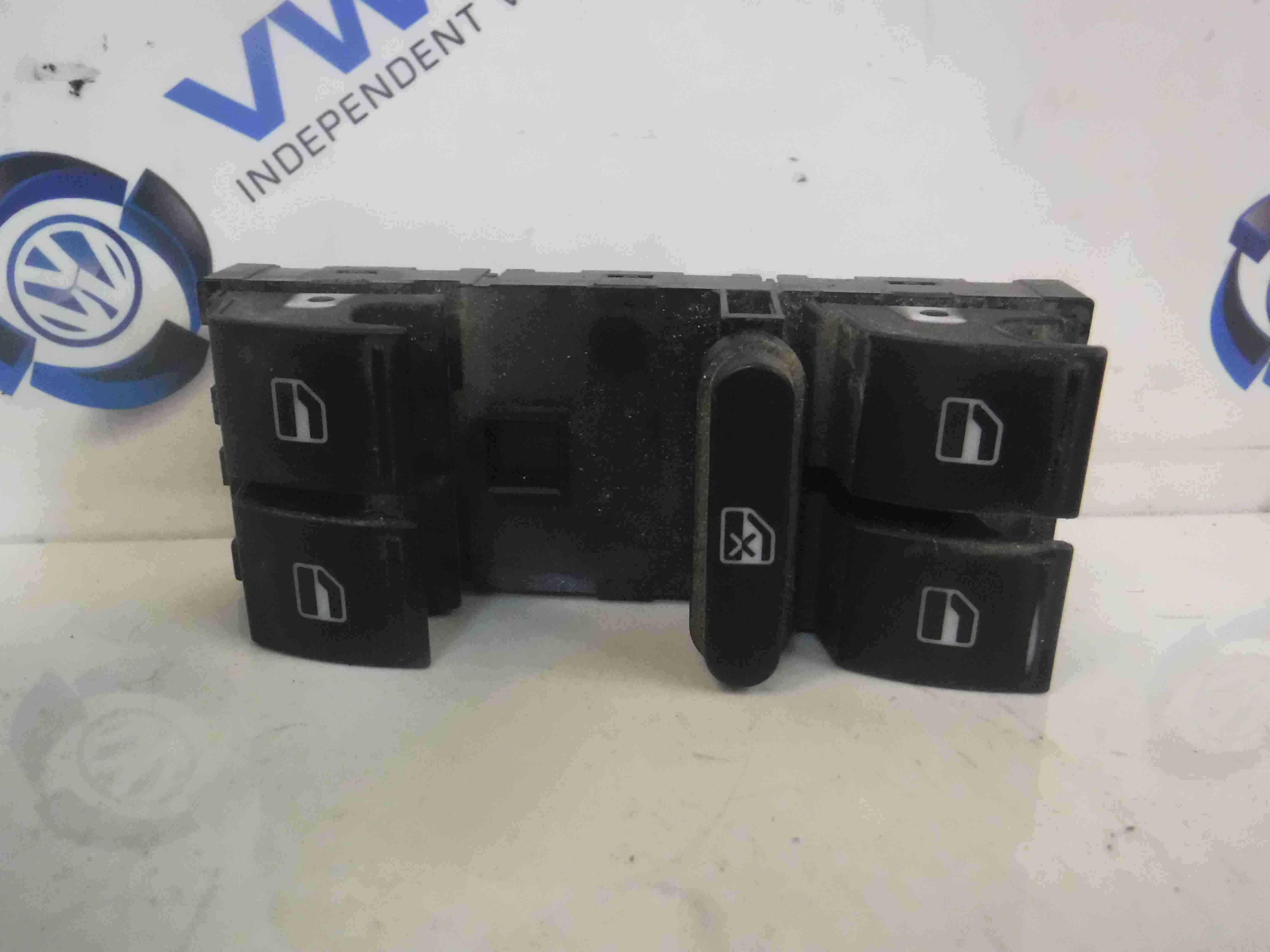 Volkswagen Passat B6 Estate 2005-2010 Drivers OSF Front Window Switch + Panel